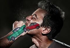 Удар в челюсть, столкновение рисованных автомобилей