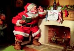 Санта принес подарки детям