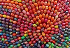 Пасхальный символ - симпатичные разукрашенные яйца