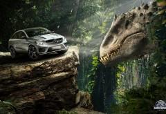 Mercedes Benz GLE купе и динозавр юрского периода обои