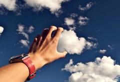 руки держащие облако